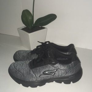 SKECHERS air cooled gogamat shoes size 6.